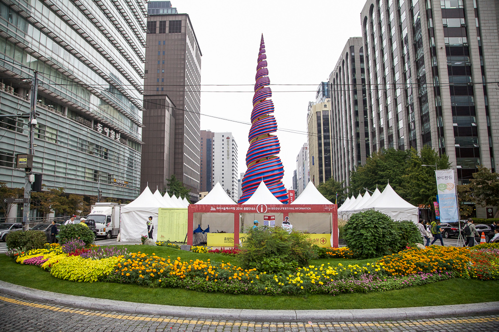 Shot during the Hi Seoul Festival. Event tents covering the sculpture's base.