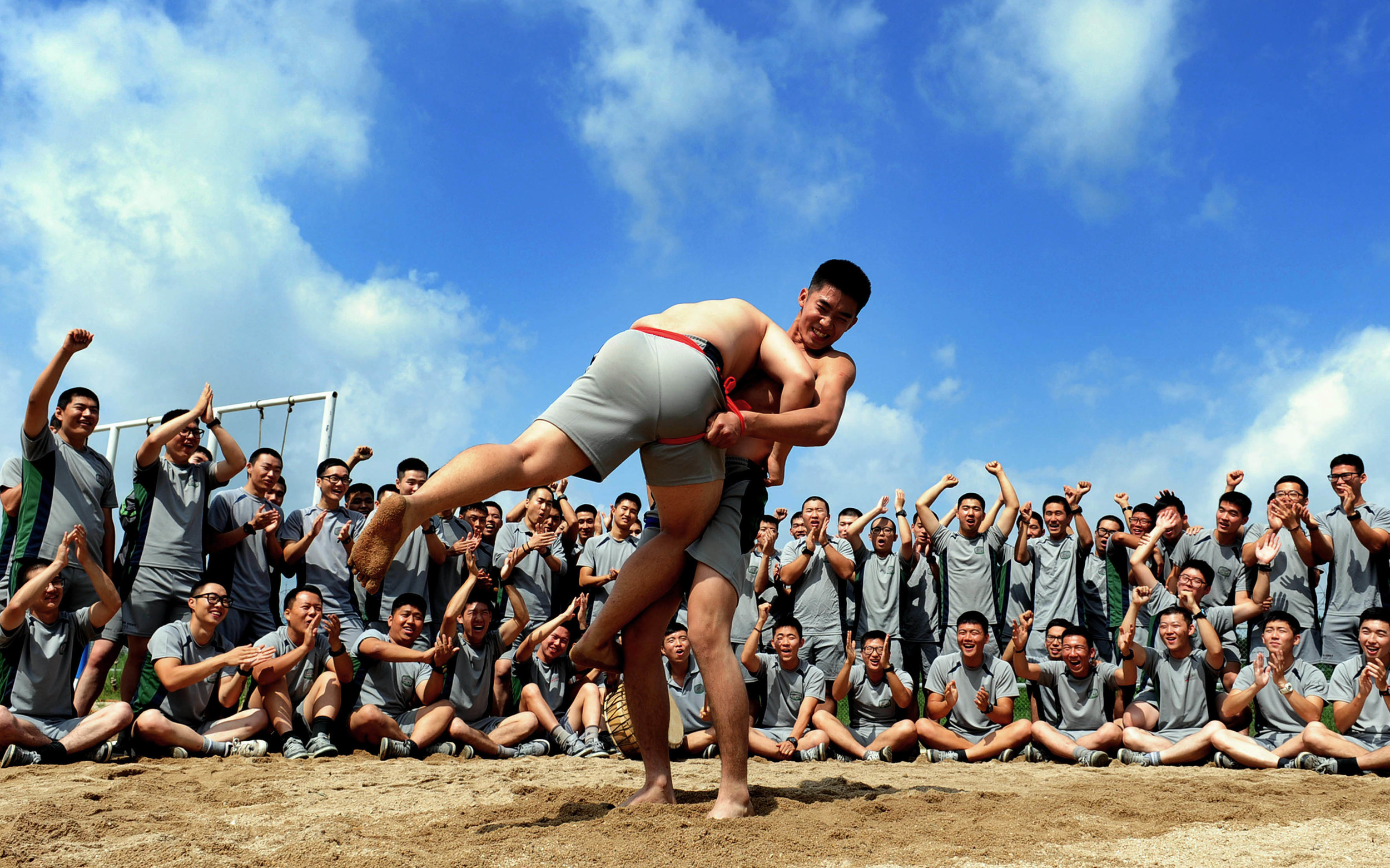 More Korean dudes getting it on with ssireum.  (Photo: ROK Armed Forces)