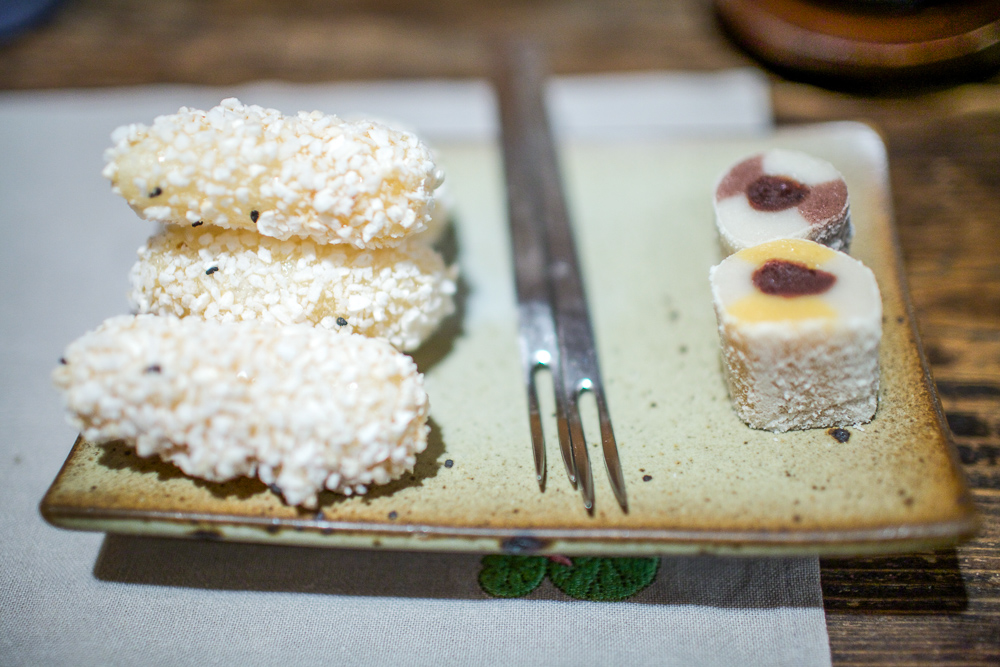 "Traditional Korean desserts enjoyed at ""Moon Bird Does Thinks of Only the Moon"" cafe."