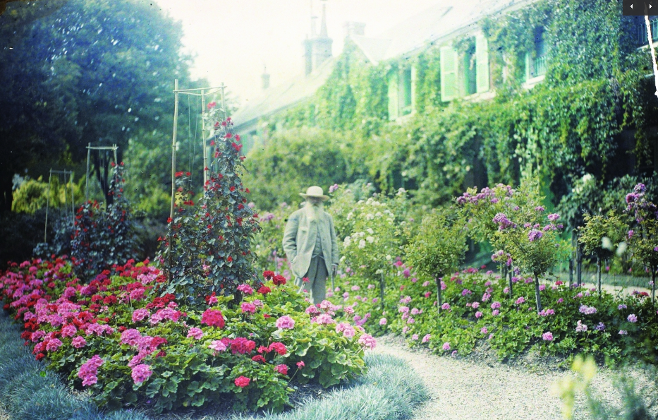 Basically the gardens haven't changed much at all since these photos of Monet were taken!!