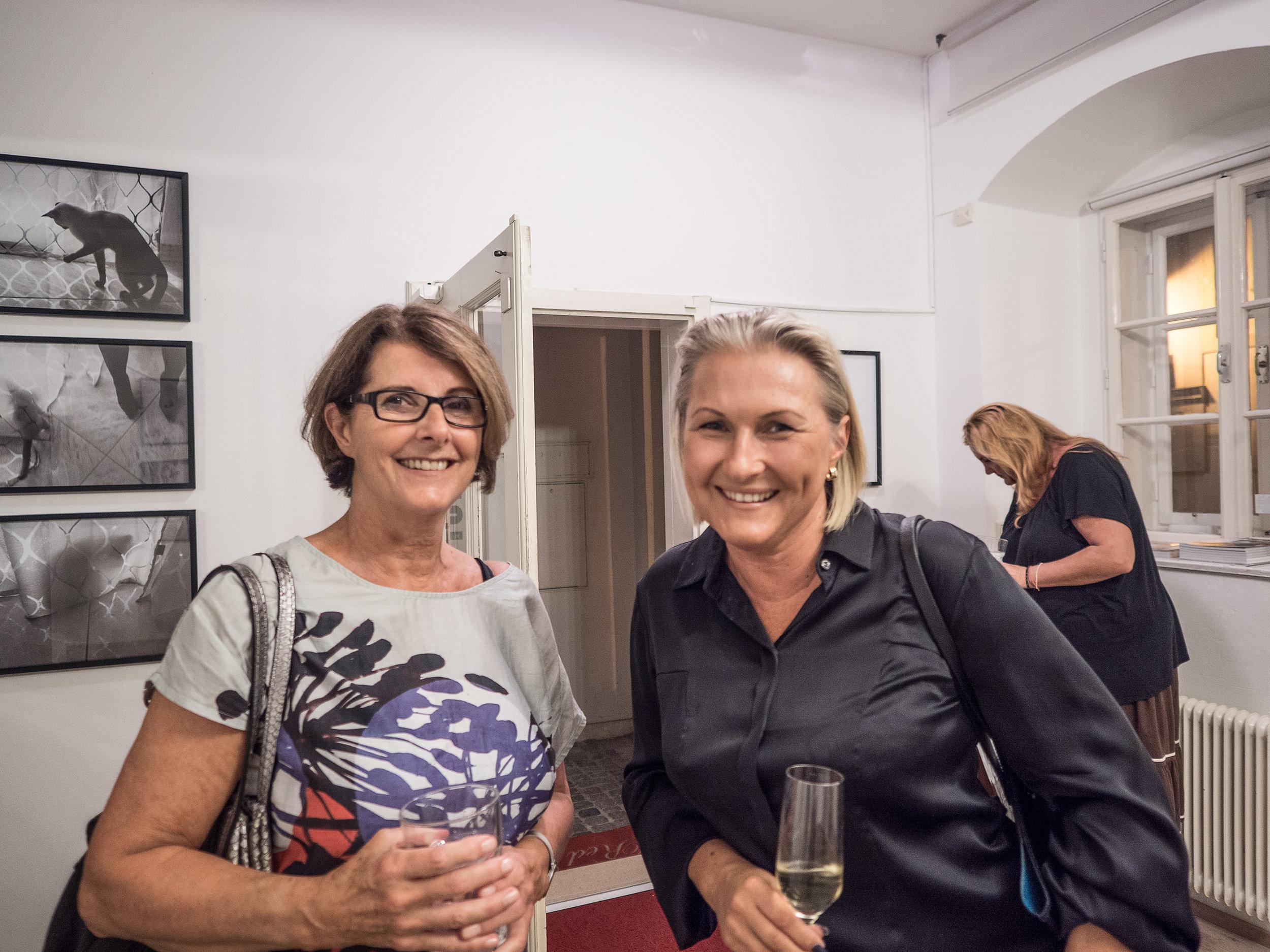 Galerie LIK Besitzerin Nadja Gusenbauer mit Veronika Mayerhofer