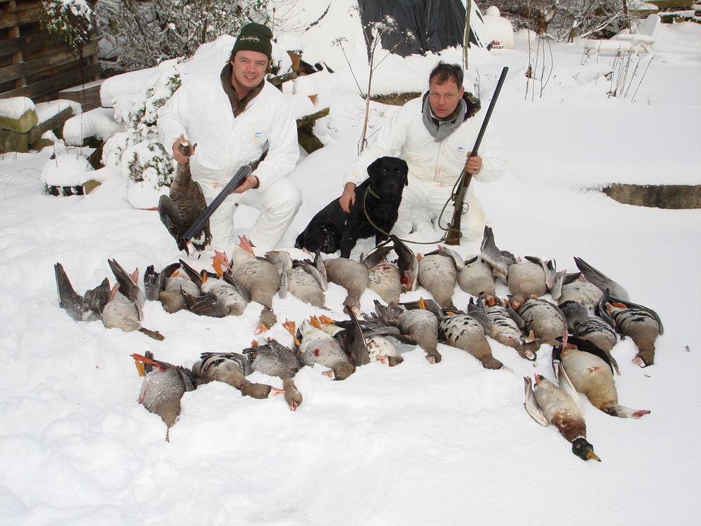 Kolgans, nijlgans en grauwe gans... een mooie ochtend met zeer tevreden jagers.  Betere camo dan wit in de sneeuw is er niet