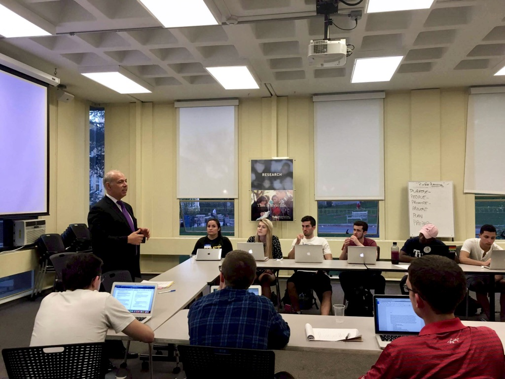 Charles Glick speaks to students at Tufts University about public policy and the role of lobbyists in Massachusetts.