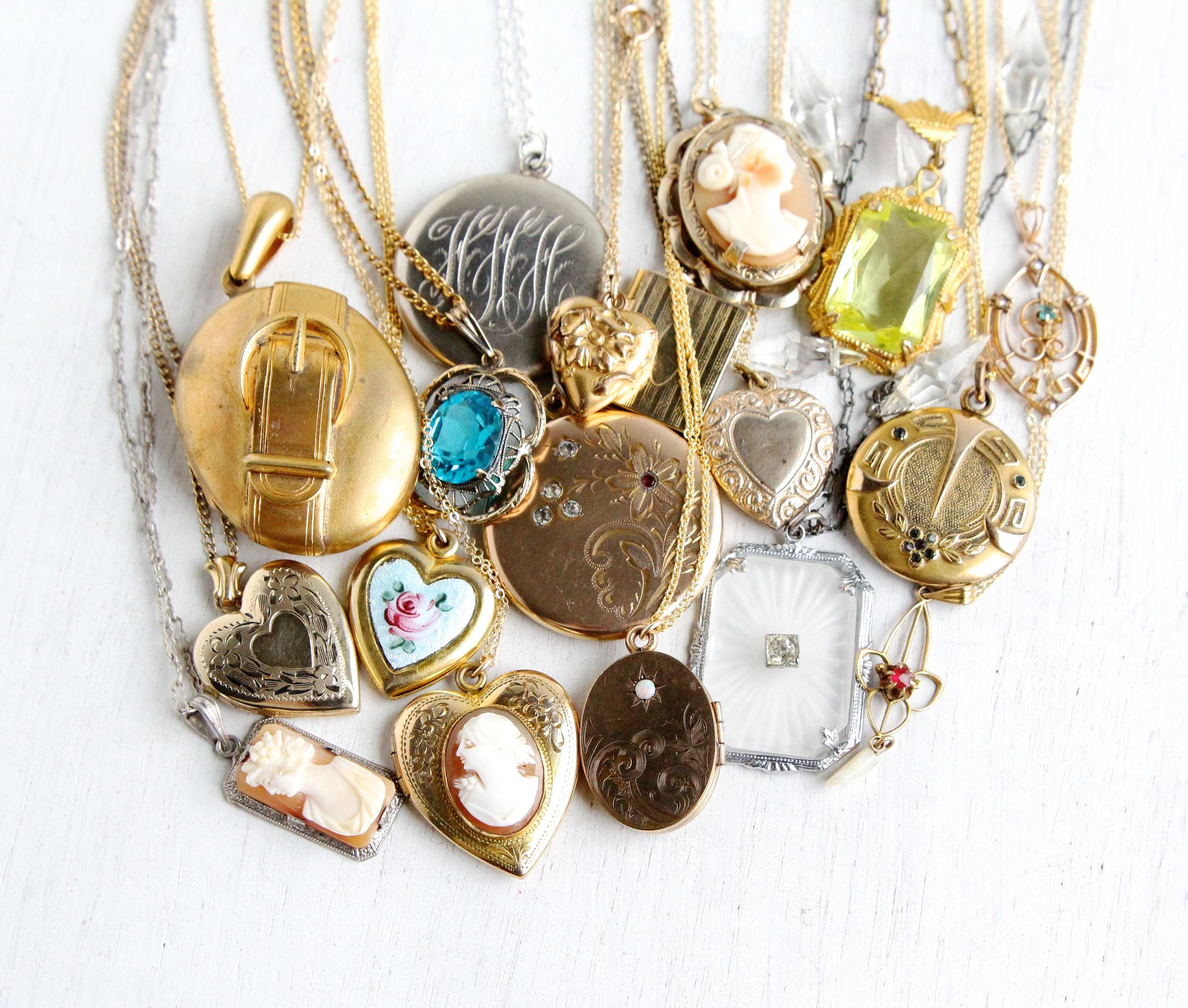 Necklaces & Lockets