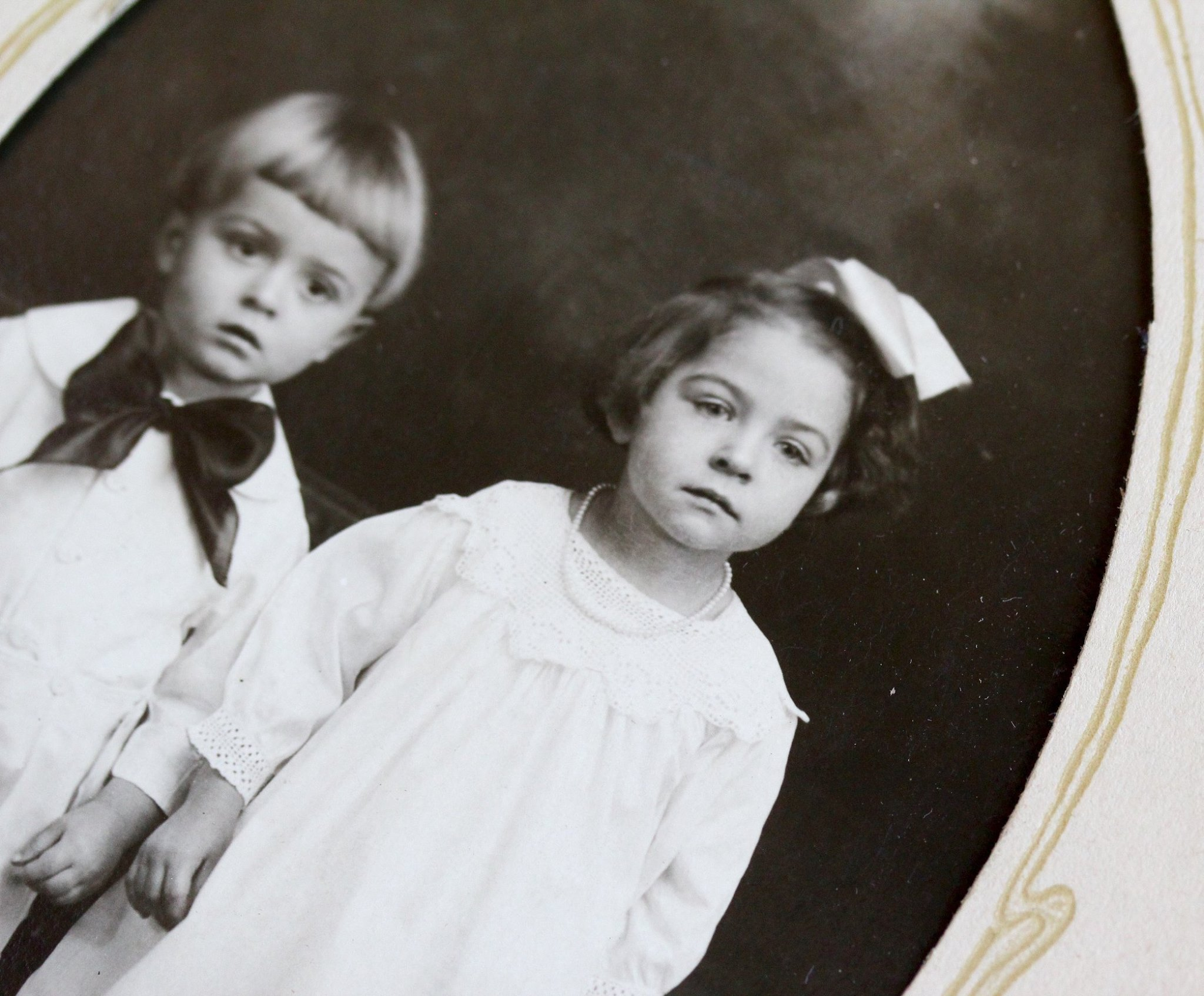Art Deco era photograph of a toddler wearing a sweet pearl necklace in a family portrait. (These cute babies were included in Miss Amanda Jean's Christmas gifts!)