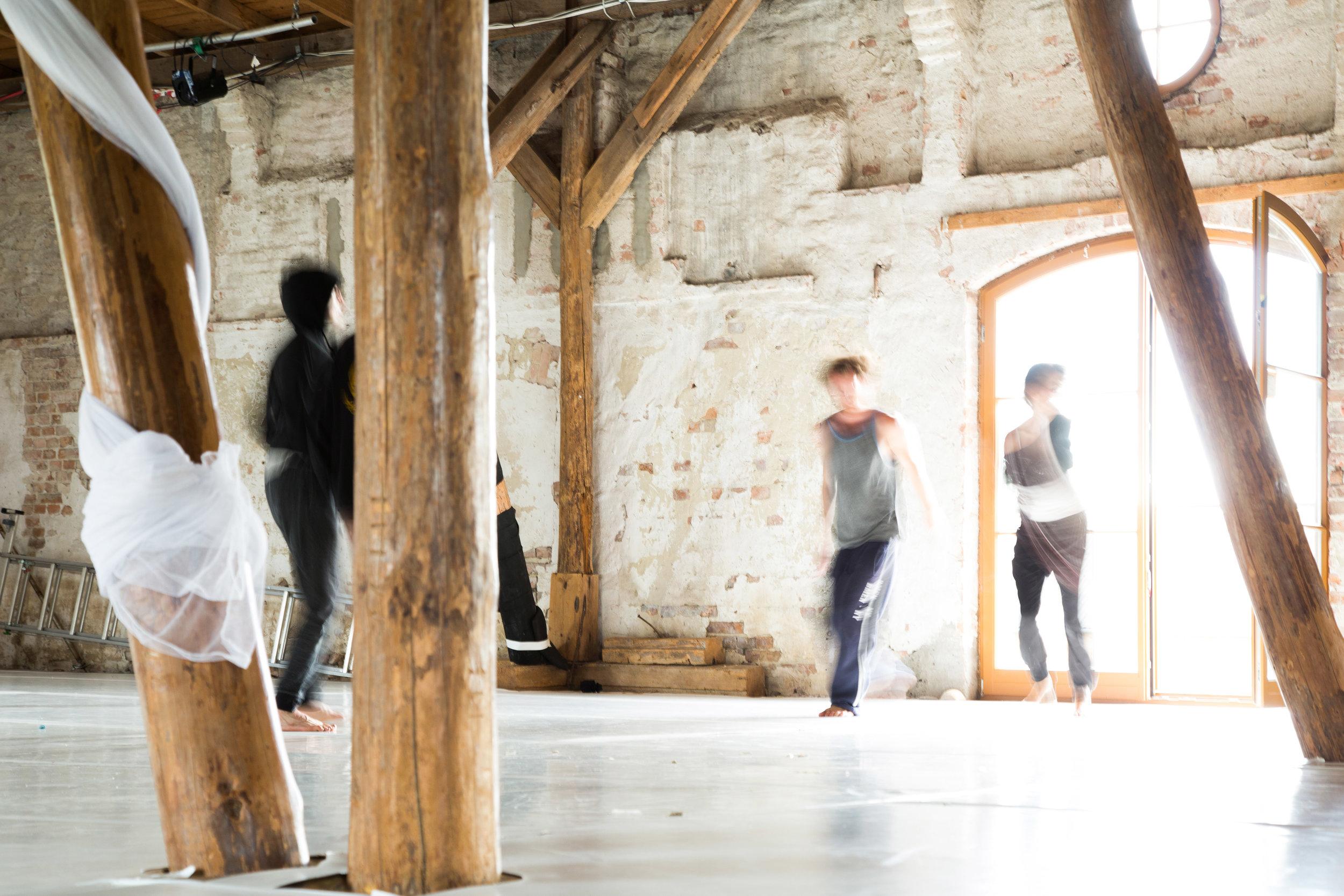 dancers at Ponderosa, outside Berlin