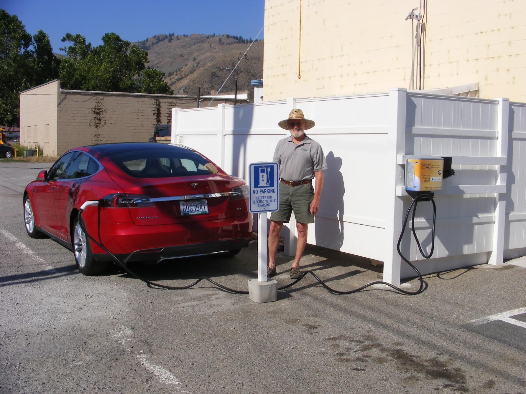 Randy Brooks, Charging Network Coordinator with Plug-in NCW, charging his Tesla using the new EV Charger in Oroville.