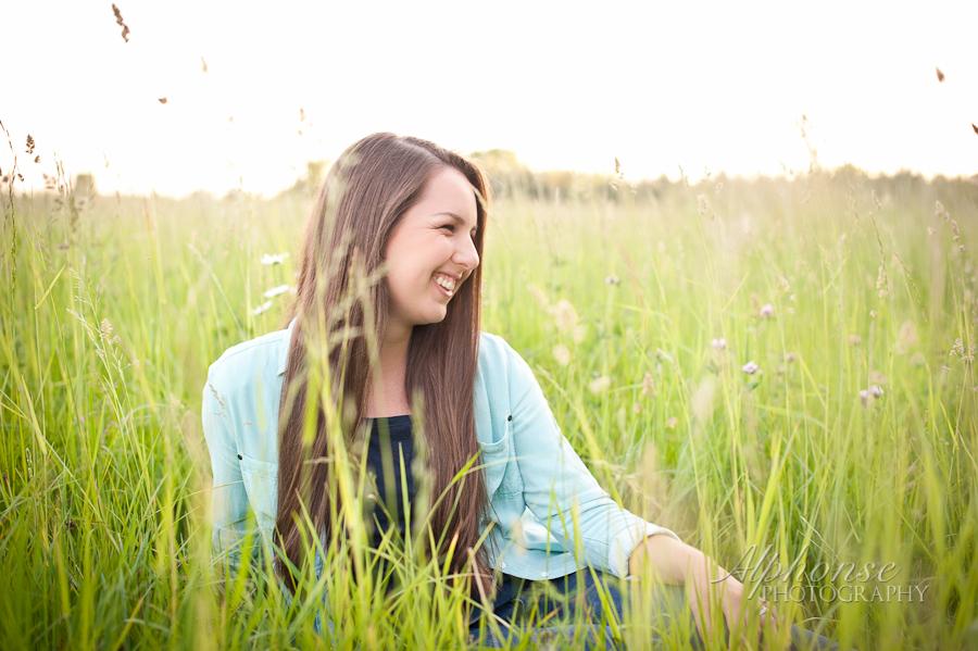 Alphonse-Photography-Graduate-2015-Girl-Rural-Poses-Hay-Field.jpg