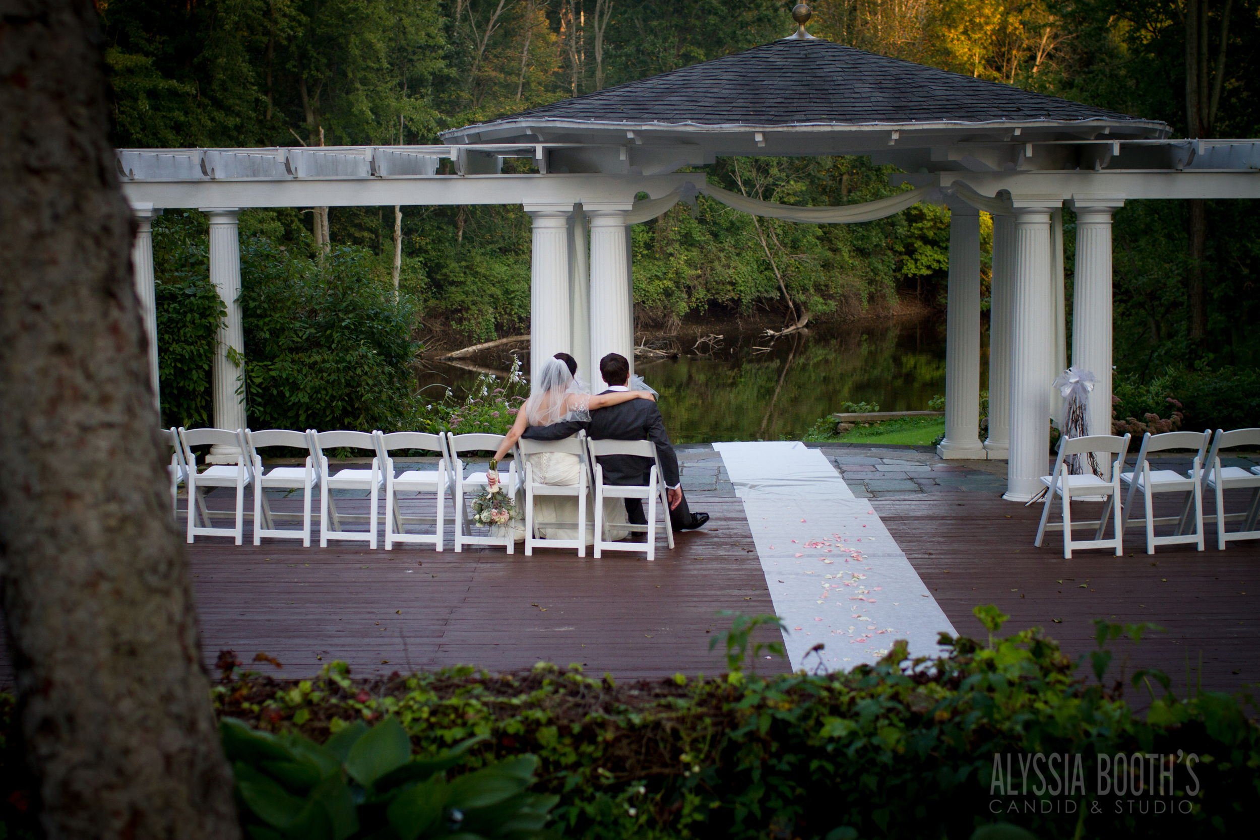 After the Ceremony Bride & Groom | Alyssia Booth's Candid & Studio | Mi Photographer | The English Inn | www.abcandidstudio.com