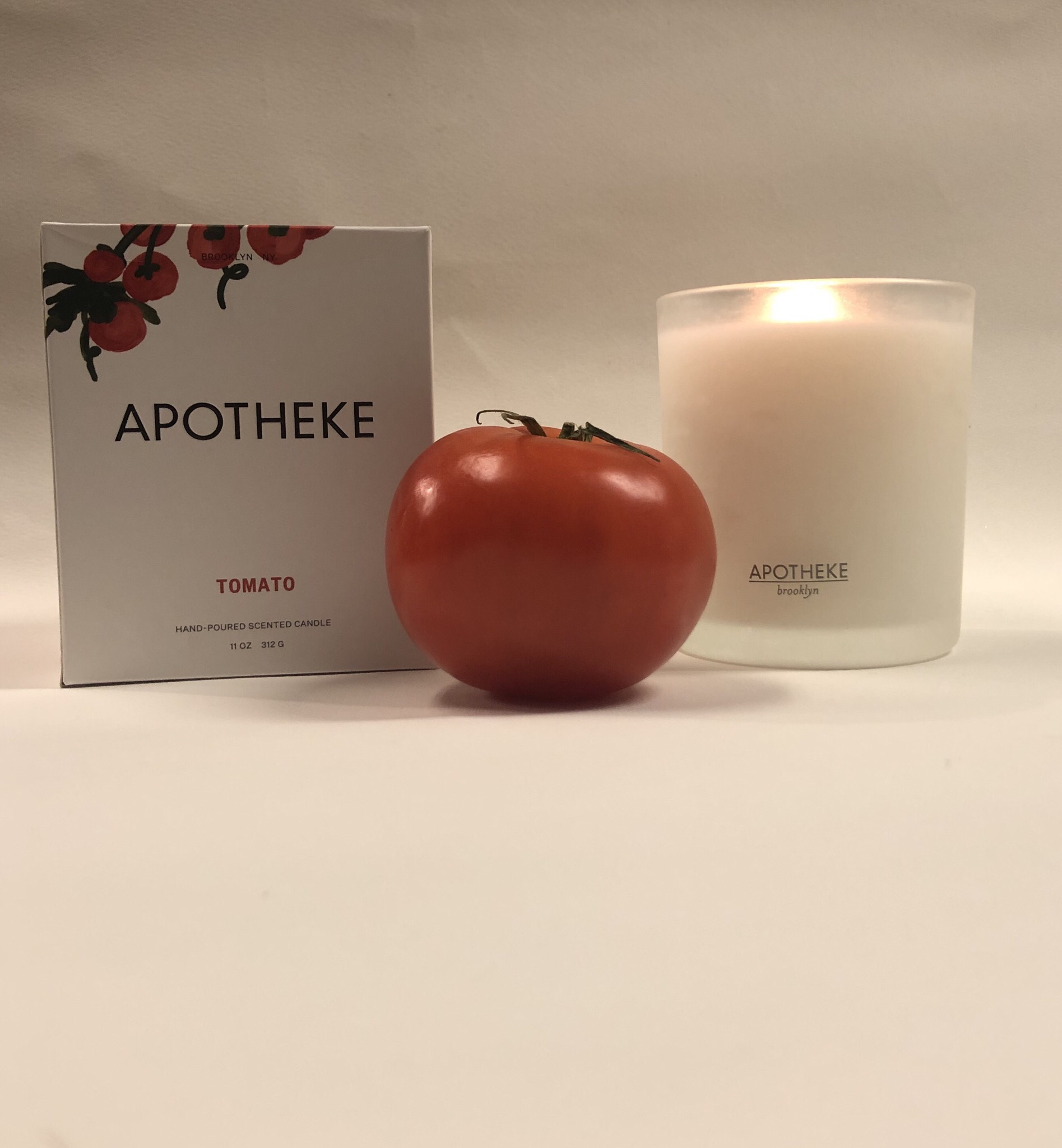 Tomato-scented candle by Apotheke. Relaxing earthy and basil fragrance.