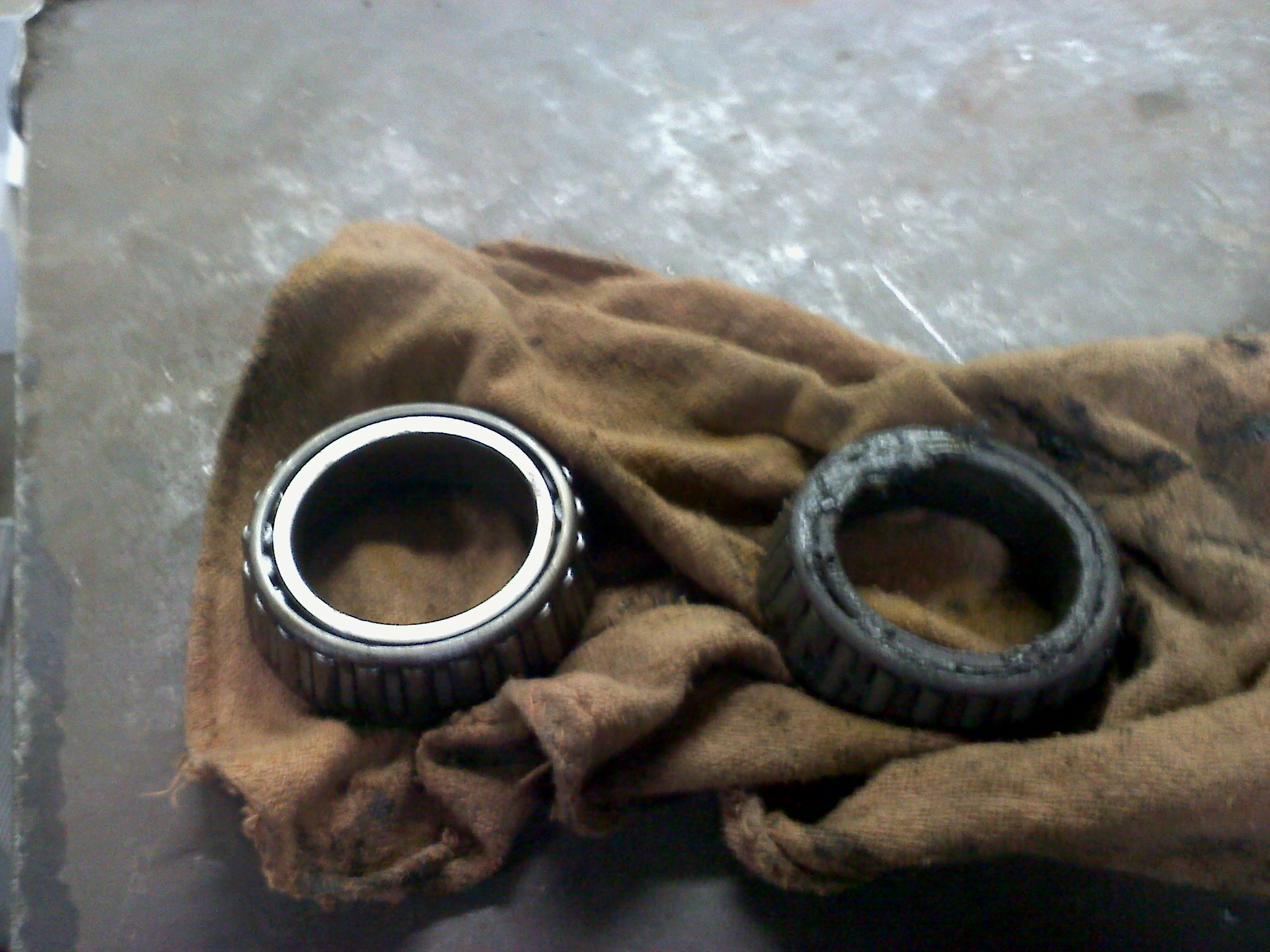 The one that is clean was cleaned in the Cuda 2412 110V parts washer for about 3 minutes, the one that is still dirty was cleaned in the Safety-Kleen AQ-1 parts washer for 5 minutes.