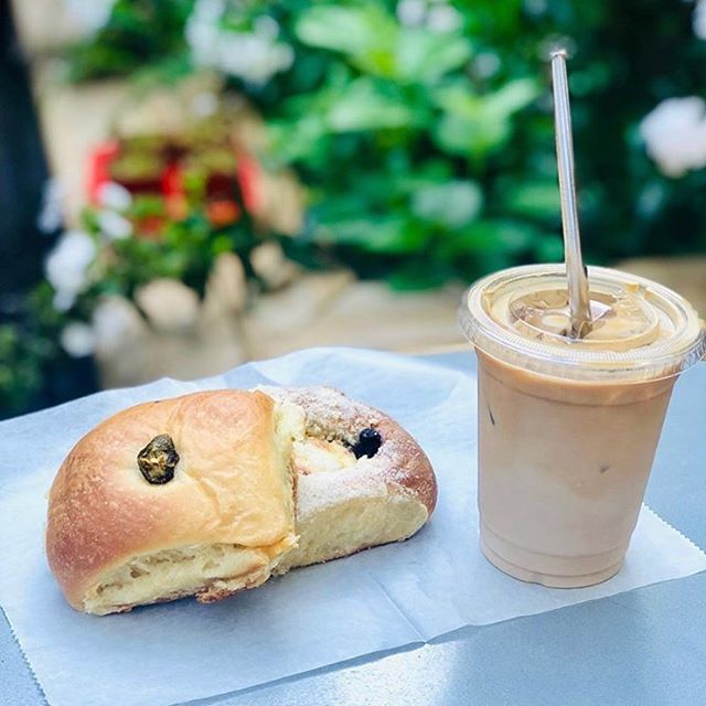 Kolaches in the garden 📸 by @thenew_newyorkers