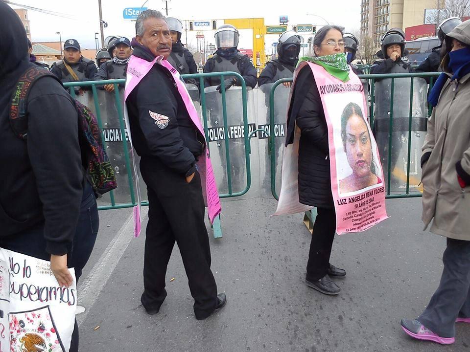 El comité de madres y padres que buscan a sus hijas y hijos desaparecidos en cd Juárez, se volvió a quedar fuera de los actos institucionales de Gobierno de Enrique Peña Nieto, con gas lacrimógeno en los ojos y con la ausencia del sol en el frío de la ciudad