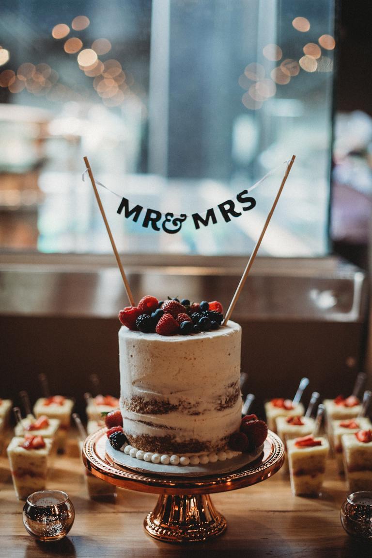 Long-Road-Wedding-Cake-9598.jpg