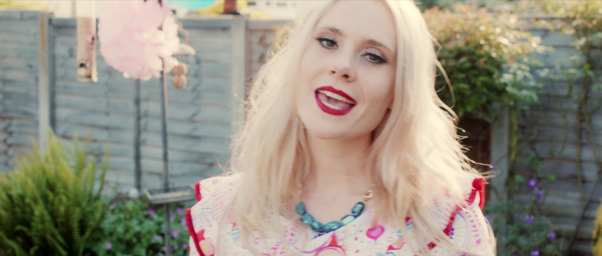 Kate Nash Good Summer music video summer style Shh by Sadie necklace