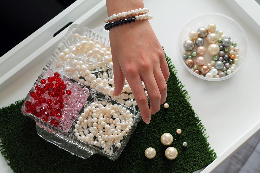 Pearl Bracelet_Hand_web.jpg