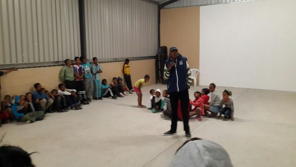 Chumani sharing his story withchildren from the local community 0f Citrusdal.