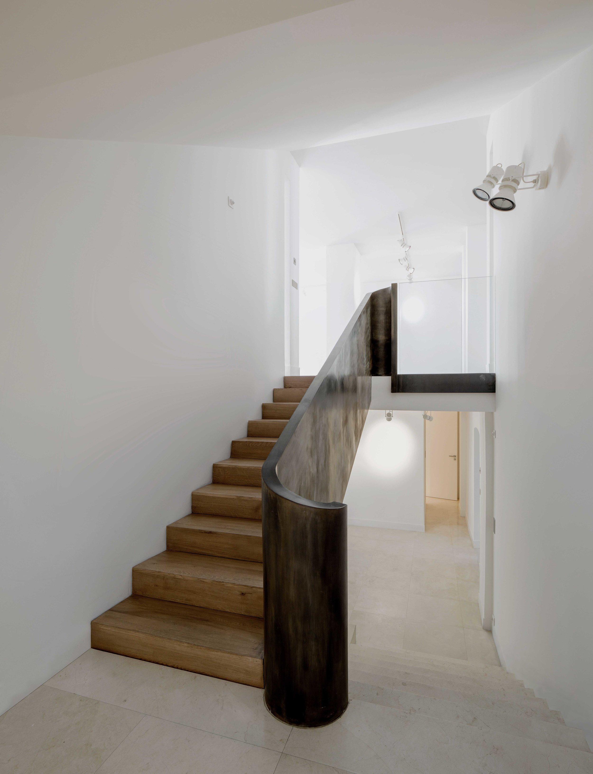escalier interieur 2-qualité moyen.jpg