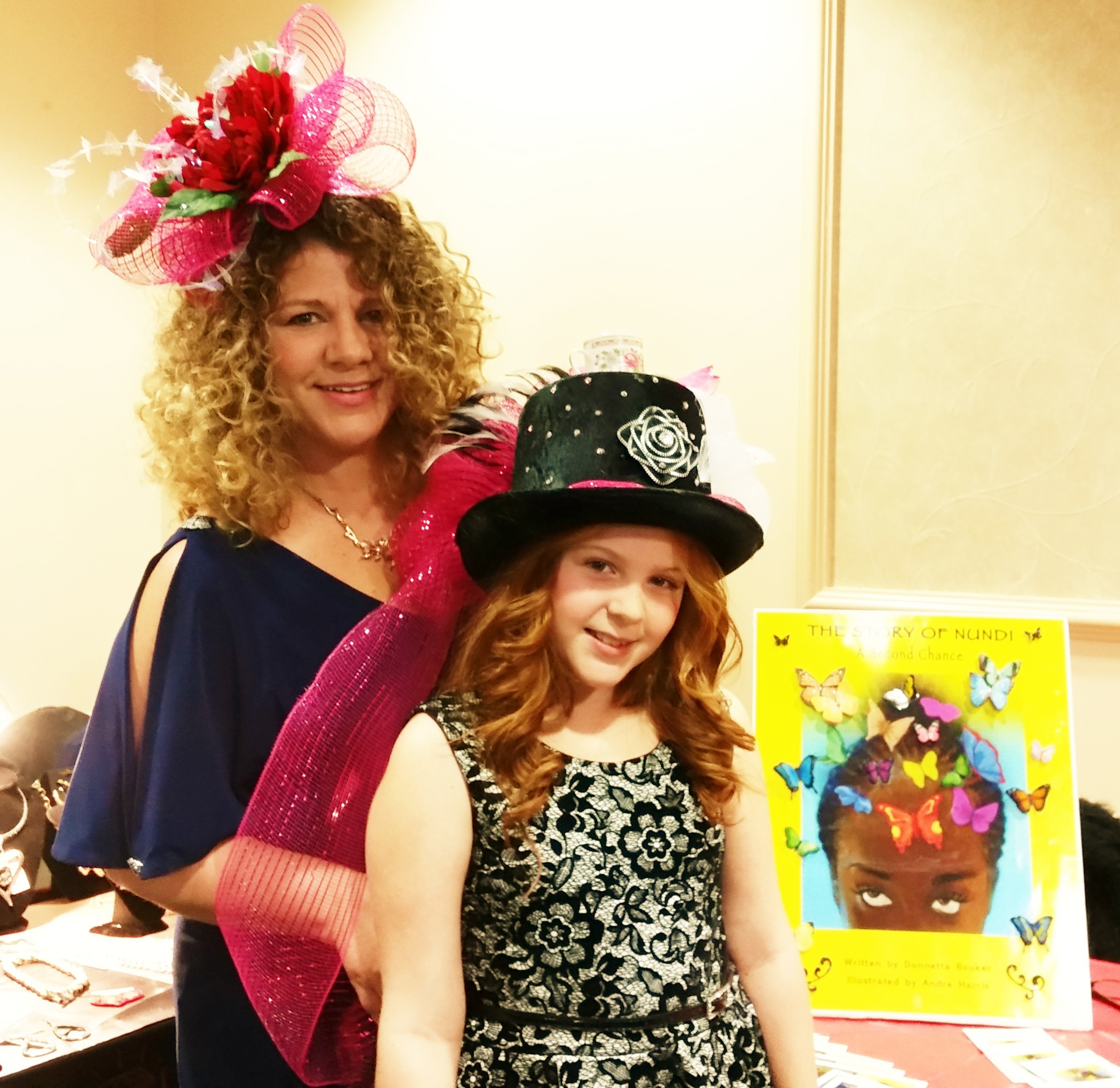 Adorable! Mother and daughter in cool-crazy hats. Nundi photo-bombed. LOL!!!