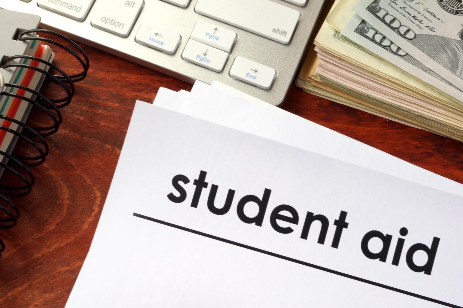student-aid-college-money-1800-12-apr-2017.jpg
