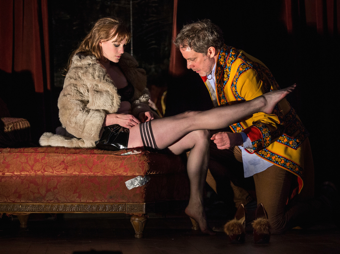 VENUS IN FUR. GOODMAN, 2014. AMANDA DRINKALL, RUFUS COLLINS. PHOTO:LIZ LAUREN.