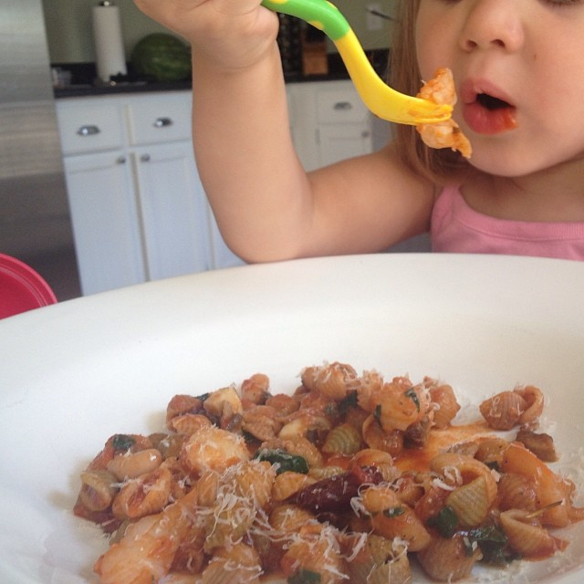 Avery's favorite - Avery loves her some pasta - dad always finds a way to get in some protein (shrimp), beans (white kidney), greens (chard) and more veggies (carrots, mushroom, celery, onion and tomato). #empoweredwellness #integratemorewholefoods
