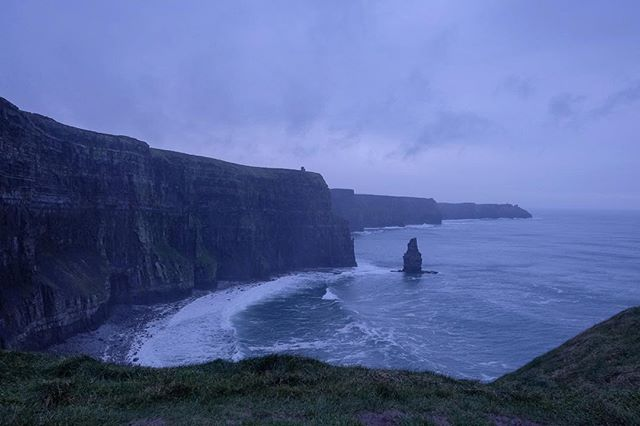 12/12/2018 at the Cliffs of Moher, 1.42pm . .  #ThePhotoHour #StormHour ‬ #dailycliffs #dailycliffspics #cliffsofmoher #xt20  #liscannor  #cliffs #foam  #wildatlanticway #storm #wet #misty #clouds