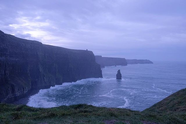 14/12/2018 at the Cliffs of Moher, 09.24am . .  #ThePhotoHour #StormHour ‬ #dailycliffs #dailycliffspics #cliffsofmoher #xt20  #liscannor  #cliffs #foam  #wildatlanticway #storm #wet #misty #clouds