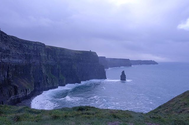 16/12/2018 at the Cliffs of Moher, 11.18am . .  #ThePhotoHour #StormHour ‬ #dailycliffs #dailycliffspics #cliffsofmoher #xt20  #liscannor  #cliffs #foam  #wildatlanticway #storm #wet #misty #clouds