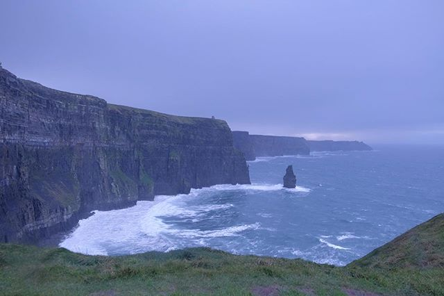 19/12/2018 at the Cliffs of Moher, 2.20pm . .  #ThePhotoHour #StormHour ‬ #dailycliffs #dailycliffspics #cliffsofmoher #xt20  #liscannor  #cliffs #foam  #wildatlanticway #storm #wet #misty #clouds