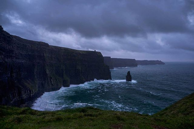 Winter solstice here at the  Cliffs of Moher, 4.20pm 21/12/2018  #wintersolstice #ThePhotoHour #StormHour ‬ #dailycliffs #dailycliffspics #cliffsofmoher #xt20  #liscannor  #cliffs #foam  #wildatlanticway #storm #wet #misty #clouds #shortestdayoftheyear