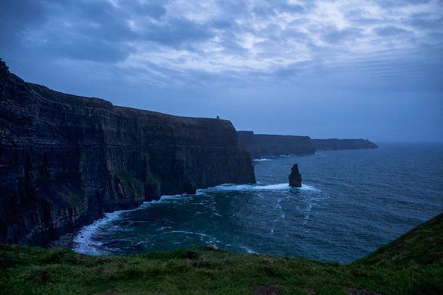 22/12/2018 at the Cliffs of Moher, 4.22pm, with some interesting cloud formation. .  #ThePhotoHour #StormHour ‬ #dailycliffs #dailycliffspics #cliffsofmoher #xt20  #liscannor  #cliffs #foam  #wildatlanticway #storm #wet #misty #clouds