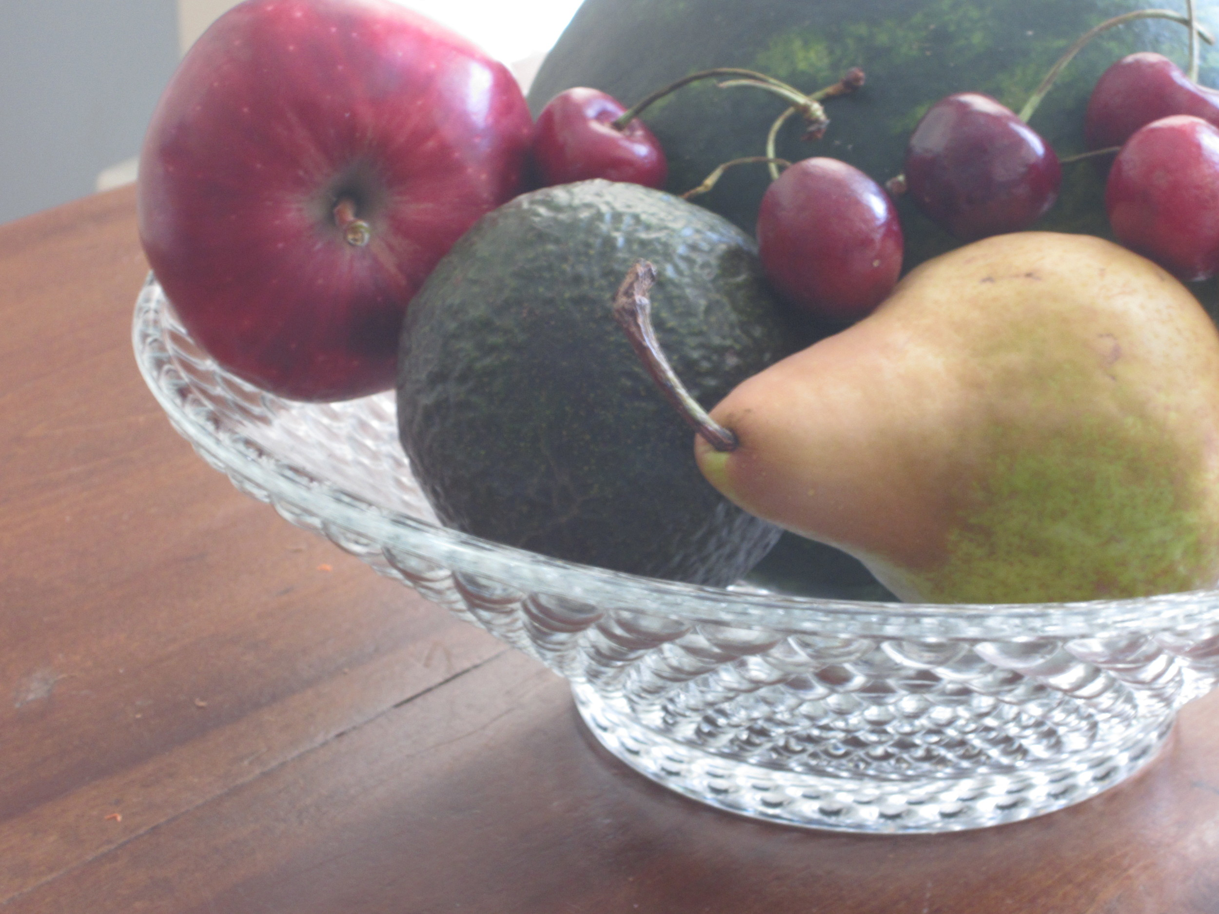 Can adding glucose to these high-fructose fruits make it easier for people with fructose malabsorption to tolerate them?