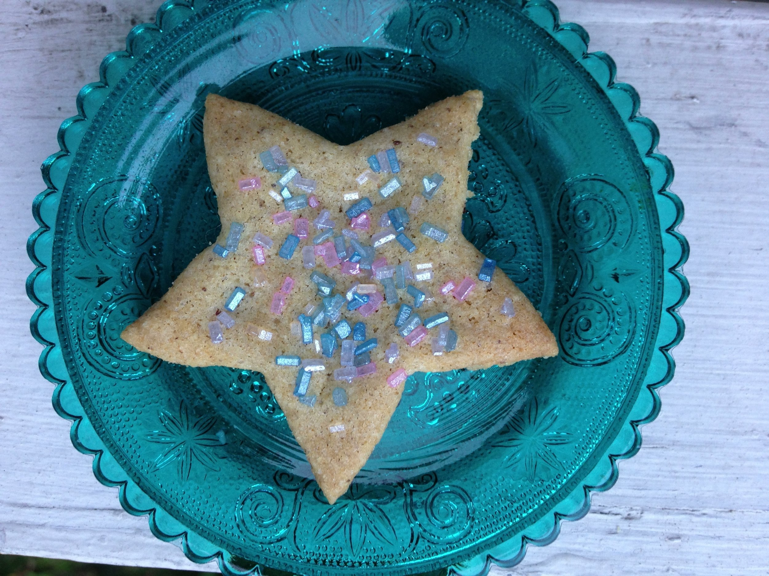 These low-FODMAP sugar cookies are gluten-free, too. They taste at least as good as, if not better than, standard sugar cookies!