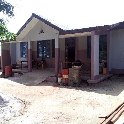 Completing the Medical Clinic thanks to a generous Donation to Congo Voice -