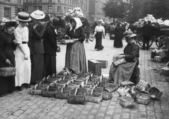 Grønttorvet - the food market on the square about 1900