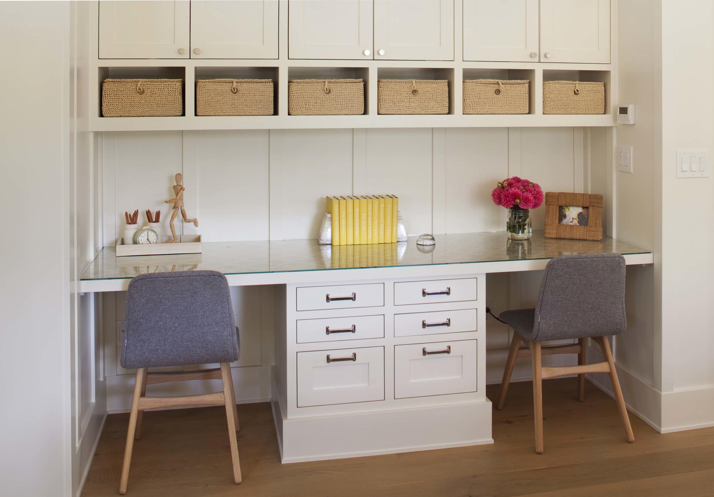 Modern Farmhouse: Family Room (Kids' desk)