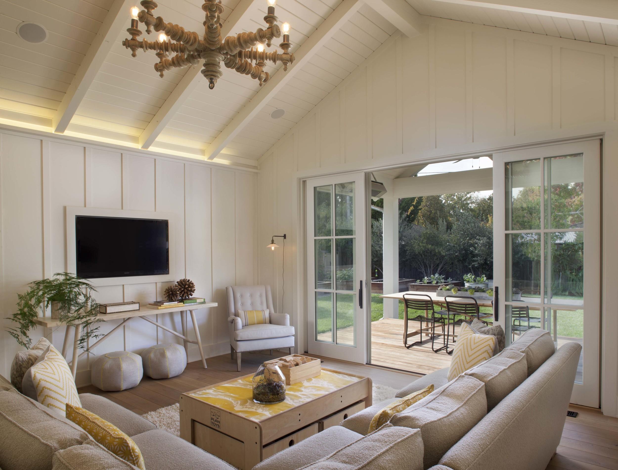 Modern Farmhouse: Family Room 2