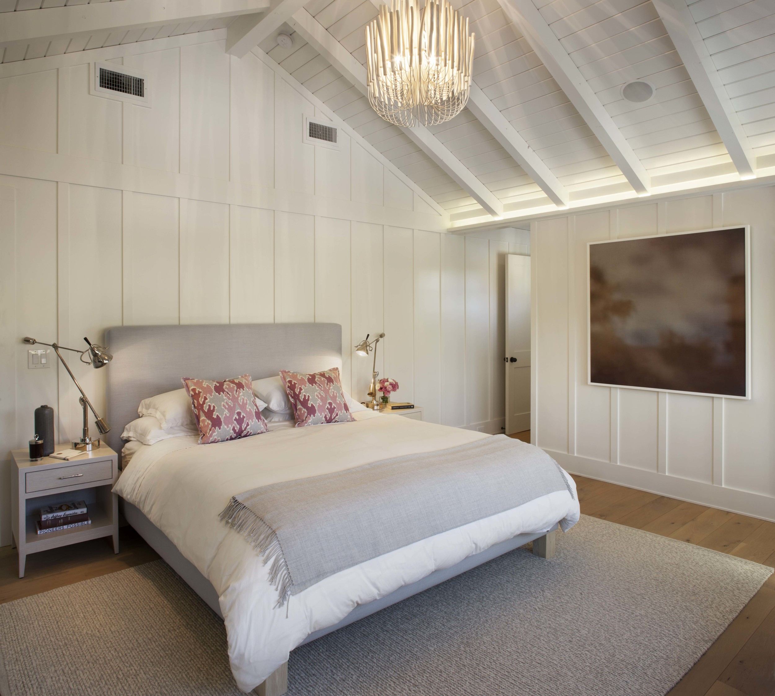 Modern Farmhouse: Master bedroom 2