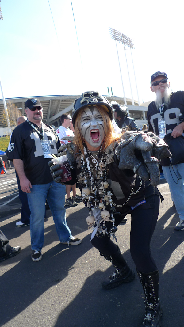 Oakland Raiders Female Fan