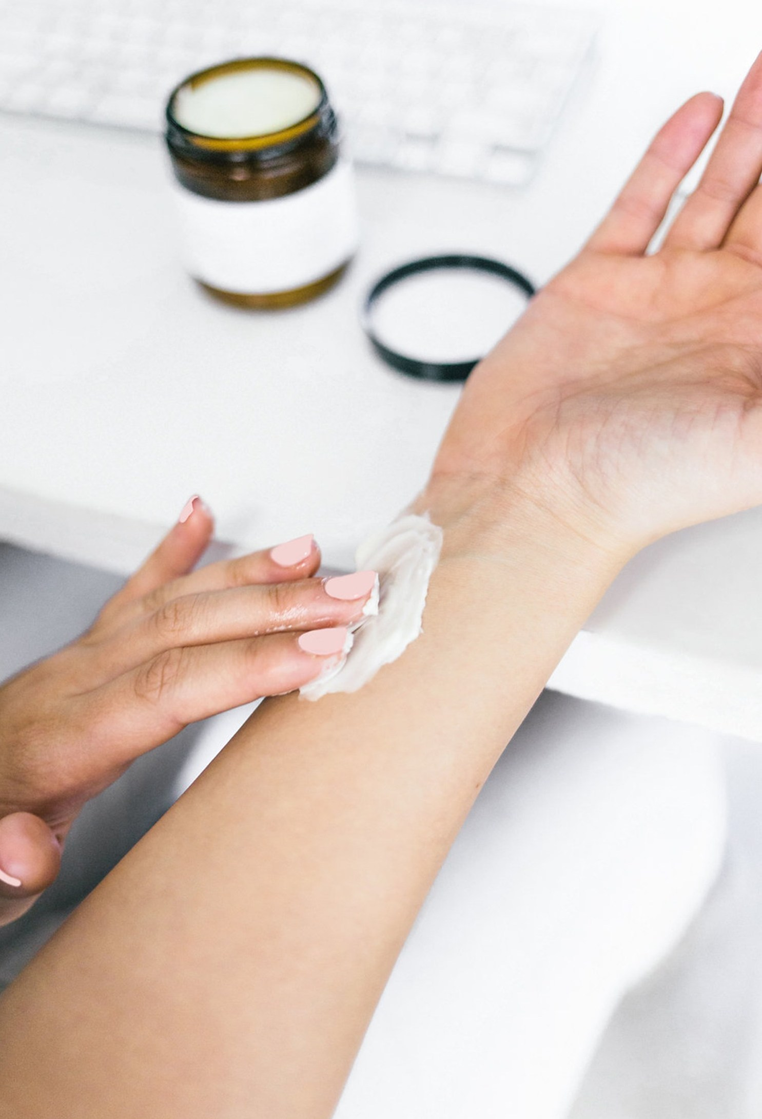 Tips-To-Moisturize-Skin-Naturally-Primally-Pure-Skincare.jpg
