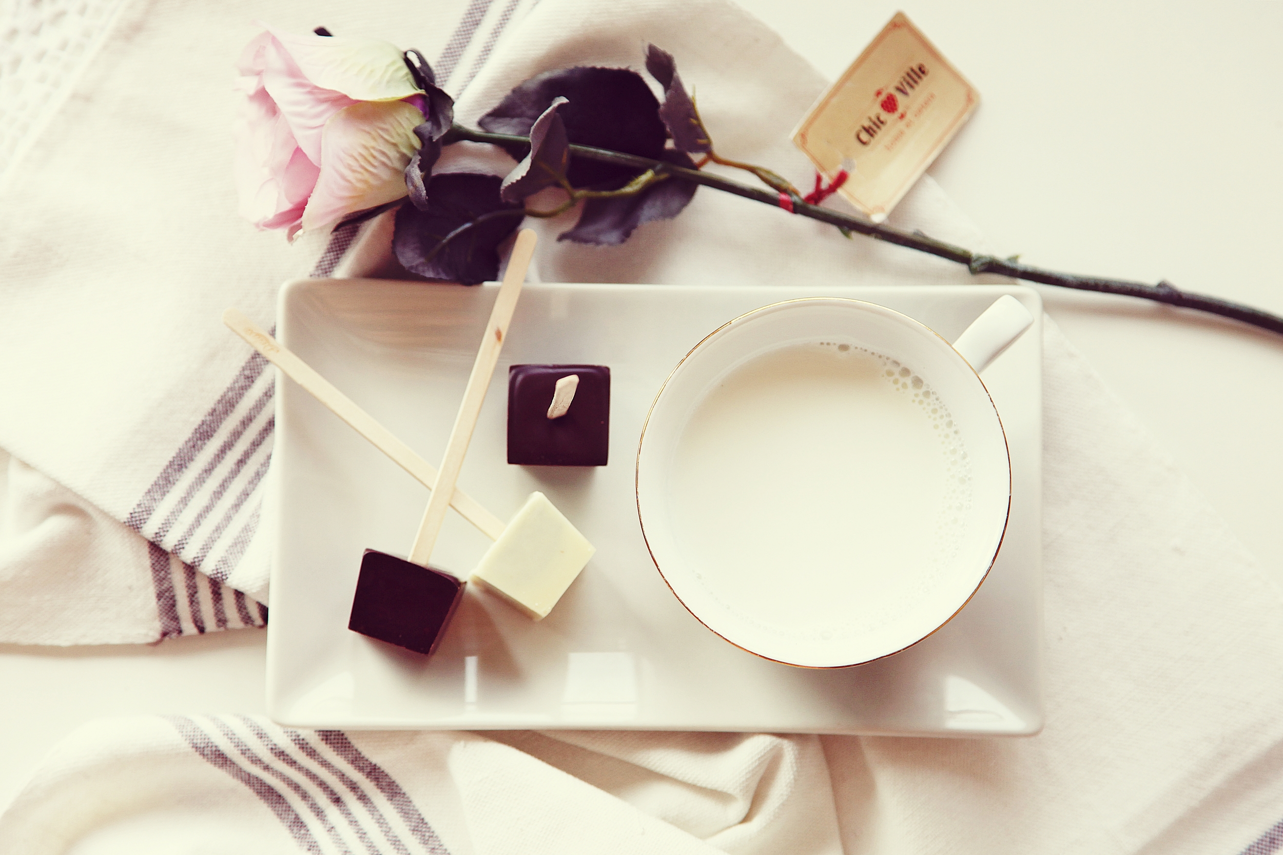Hot Chocolate Black & White Lollies