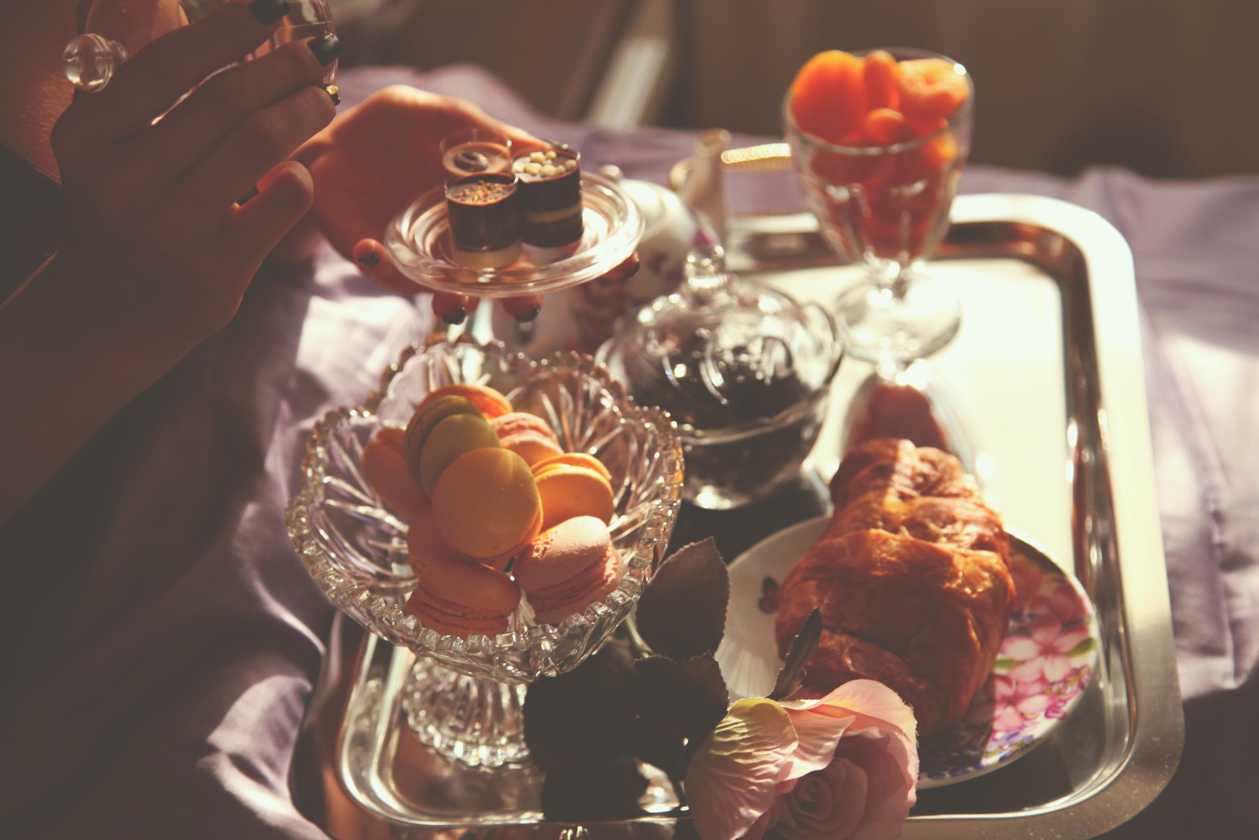 Breakfast in Bed  DYROGUE