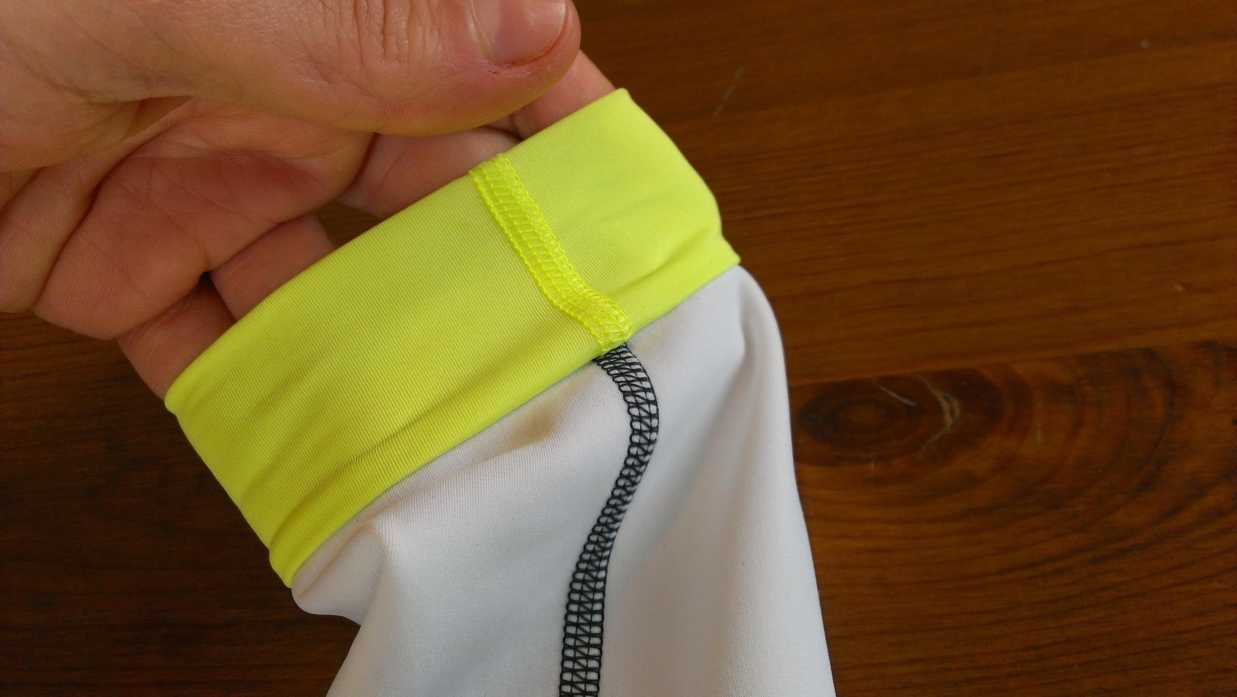 Strecthy Lycra cuffs eliminate bunching under gloves