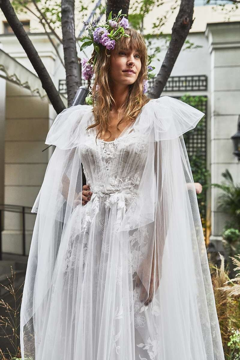 marchesa-wedding-dresses-fall-2020-04-83c12cf223e3436093dc560c6edfbc6a.jpg