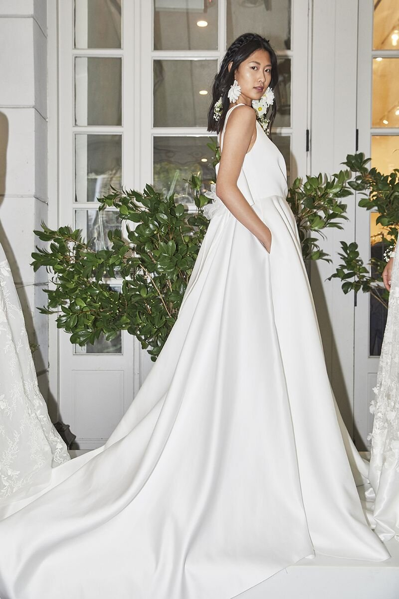 marchesa-wedding-dresses-fall-2020-05-80d05f0213954156859eae0557b79b7c.jpg