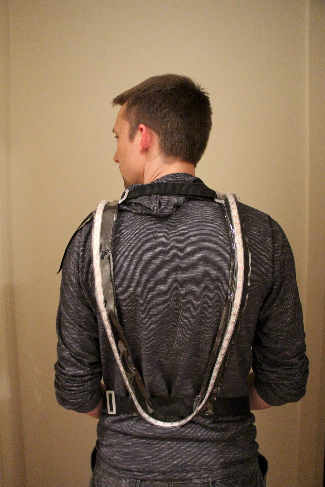 You can see the back of the harness here and how it deliberately sits low on the back, so that drivers behind you can still see you indicating even when you are riding bent forward over your handlebars. The harness is fully adjustable and can be adjusted to sit even lower for tall people - our model here is 1.85m (6 ft).