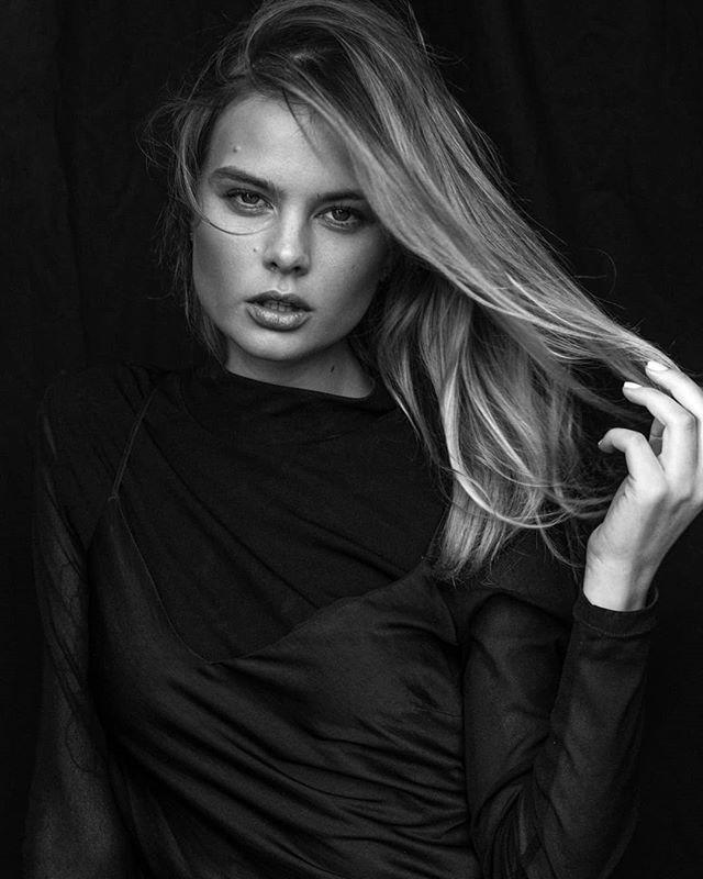 #portraits with #model @amymcmurdock #agency @red11models #hairandmakeup @amieherewinimakeup 💛
