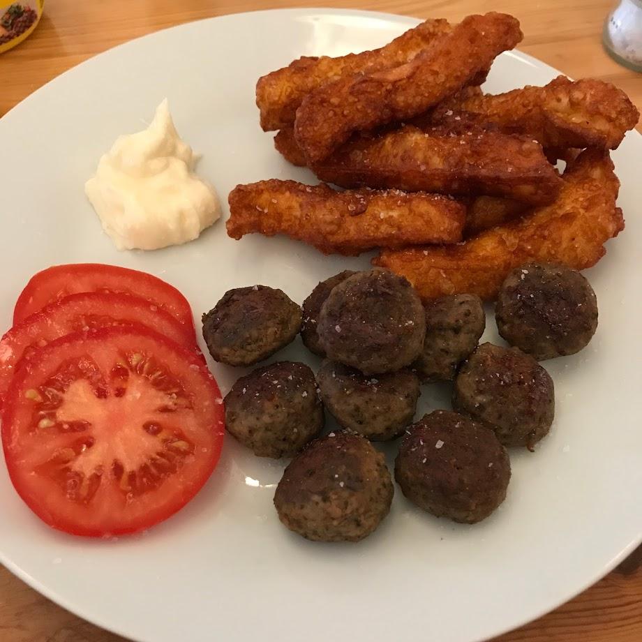 Halloumifries, aioli, tomat og italienske kjøttboller.