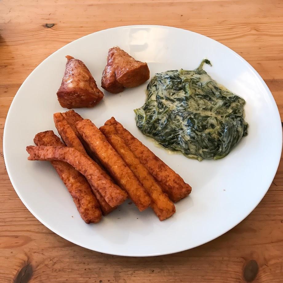 Første forsøket, her servert med kremet spinat og kylling.